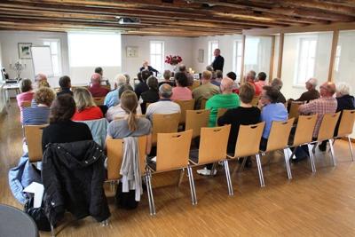 Im Historischen Rathaus in Assenheim tagten 30 Personen. Foto: Dr. Holger Jansen/Agentur Landmobil
